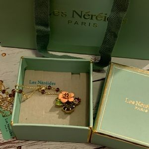 Les Nereides Flower and pearl necklace